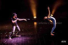 Quelques mouvements étaient chorégraphiés pour donner cette impression de contrôle, de possession, la couleur obéit à son créateur. Crédit photo : Catherine Changarnier #danse #spectacle danse #ballet#psico #jazz #danse classique