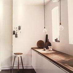 Mooi & origineel! Visgraat #parket als #keukenblad #inspiratie #hout #minimalism