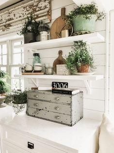 shabby chic kitchen designs – Shabby Chic Home Interiors Shabby Chic Kitchen, Home Decor Kitchen, Country Kitchen, Decorating Kitchen, Kitchen Furniture, Decorating Ideas, Decor Ideas, Updated Kitchen, New Kitchen