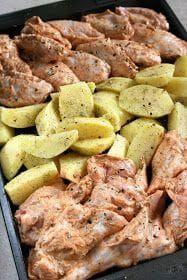 Łatwe danie, przygotowywane na jednej blaszce z ziemniakami, nie wymaga wiele wysiłku. Skrzydełka zamarynowałam dwie godziny przed pieczenie... Pork Recipes, Chicken Recipes, Cooking Recipes, Healthy Eating Tips, Healthy Recipes, Appetizer Recipes, Dinner Recipes, One Pot Dinners, Recipes From Heaven