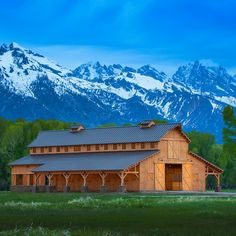 Barn Great Plains Western Horse Barn project by Sand Creek Post & Beam. View this gallery for ideas on your next dream barn. Horse Stables, Horse Barns, Old Barns, Country Barns, Country Life, Country Living, Horse Barn Designs, Barn Kits, Barn House Plans