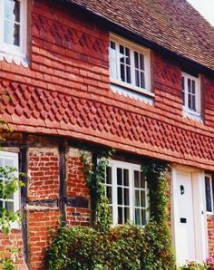 Mellow Farm, Dockenfield Product Used: Traditional Colour: Antique Description: Traditional Wealden Red Verticals + Ornamentals External Cladding, Tile Manufacturers, Arts And Crafts House, Slate Roof, Tile Projects, Clay Tiles, Roof Tiles, Handmade Tiles, Sims House