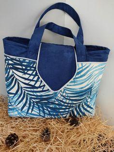 Sac Madison en suédine bleue et feuilles de palmier cousu par Anne-Claire - Patron Sacôtin
