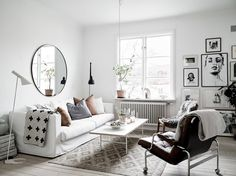 A lovely Scandinavian apartment for you this saturday. The bright home is decorated in typical Scandinavian style with lots of white, black and other neutral colours. I'm madly in love with the William Morris wallpaper in the kitchen.What's also lovely is that the kitchen is still the original one and dates back to 1924! The …