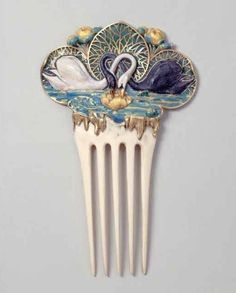 Pretty little hair comb - 1930-ish..