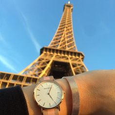 'La vie est belle' - our MAURïNO 'Vermont' watch and our Rose Gold Mesh bracelet are in #Paris on a beautiful sunny Sunday in fall! ☀️🍂🍁 #mymaurino Get your fashion accessory now at www.onemaurino.com