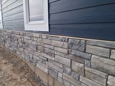47 ideas exterior house colors with stone country landscaping Exterior Siding Colors, Blue Siding, Exterior Paint Colors For House, Paint Colors For Home, Exterior Design, Stone On House Exterior, Stone Veneer Exterior, Stone Siding, Outdoor Glider
