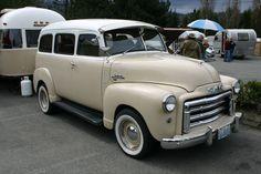 A match set Gm Trucks, Cool Trucks, Cool Cars, Classic Chevy Trucks, Classic Cars, Classic Gmc, Station Wagon Cars, Panel Truck, Vintage Trucks