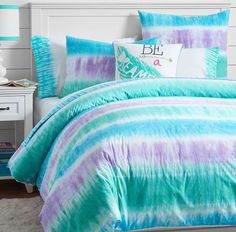 Whether your style is simple or bold, Pottery Barn Teen's girls duvet covers will let your personality show. Find bold colored and printed duvet covers for twin, full, queen and king beds. Tie Dye Bedding, Dorm Bedding, Bedding Sets, Beach Bedding, Cama Tie Dye, Bedroom Themes, Bedroom Decor, Bedroom Ideas, Comfy Bedroom