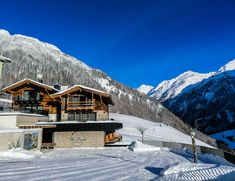 Mount Everest, Skiing, Cabin, Mountains, House Styles, Nature, Travel, Ski Trips, Winter Vacations