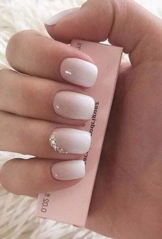 Wedding nails inspirations for the perfect wedding look. Here you will find the best nail ideas for your wedding day from simple nail designs to sophisticated nails art ideas. Each bride will find something special and unique. Bling Wedding Nails, Neutral Wedding Nails, Vintage Wedding Nails, Simple Wedding Nails, Wedding Nails For Bride, Bride Nails, Wedding Nails Design, Nail Wedding, Wedding Day