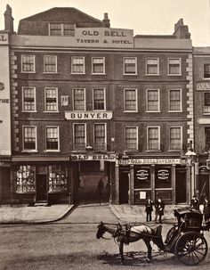 Despite the general creepiness of the Victorian Era, London during this point in time was actually a beautiful place to be, and these vintage photos prove it. London Pictures, London Photos, Old Pictures, Old Photos, Vintage Photos, Amazing Pictures, Foto Vintage, Victorian London, Vintage London