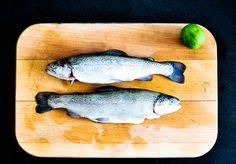 Prosty przepis, dzięki któremu urozmaicisz spotkania przy grillu, bo ile można jeść kiełbasę i karkówkę?  #grill #rybazgrilla #ryba #jarskie