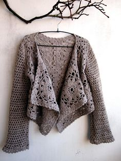 (Large square motifs sewn into rectangle, for starters. Good idea for easy crochet sweater) VMSomⒶ KOPPA: Virkkaava vaahtera Cardigan Au Crochet, Gilet Crochet, Crochet Coat, Crochet Jacket, Crochet Shawl, Crochet Clothes, Crochet Sweaters, Crochet Shrugs, Lace Jacket