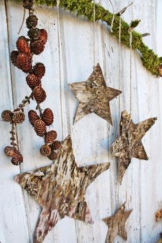 VIBEKE DESIGN Flip - could've brought some tree bark home this morning from the forest to make stars like these. Maybe next week. Winter Holidays, Winter Christmas, Christmas Time, Christmas Wreaths, Christmas Decorations, Christmas Ornaments, Yule Decorations, Woodland Christmas, Primitive Christmas