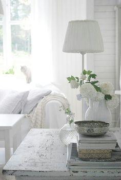 Shabby - white room
