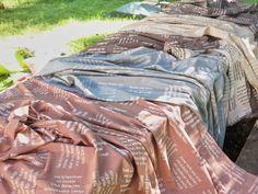 Ein außergewöhnlicher Stoff für edle Heimtextilien. Comforters, Blanket, Hemp, Bible Verses, Weaving, Cotton, Creature Comforts, Quilts, Blankets