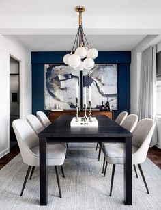 Small ideas, from making certain you've got the ideal lighting and bulbs, may make a big difference in a room. Dining room design isn't complete without a stunning and contemporary chandelier. Modern-day dining room design should be personalized. Elegant Dining Room, Luxury Dining Room, Dining Room Wall Decor, Dining Room Design, Dining Room Feature Wall, Dining Room Colour Schemes, Black And White Dining Room, Black White, Accent Walls In Living Room