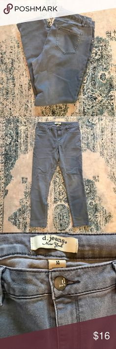 d. Jeans New York - medium gray wash Gray skinny jeans by d. Jeans New York. Size 14. 71% cotton, 27% polyester, 2% spandex. Fabric is in great condition, with some unnoticeable wear around the thighs. I offer discounts on bundles and all reasonable offers will be considered! 😊 d. jeans New York Jeans Skinny
