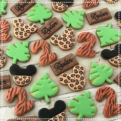 Mickey mouse on safari! What a nice theme! Mickey Mouse Birthday Theme, Safari Theme Birthday, Mickey Mouse Cupcakes, Boys 1st Birthday Party Ideas, Mickey Cakes, Baby Boy 1st Birthday, Mickey Mouse Parties, Mickey Party, Safari Party