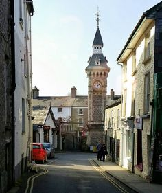 One of the quaint backstreets of #HayOnWye.