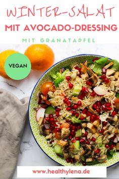 Winter-Salat mit Granatapfel und Avocado-Dressing (vegan)