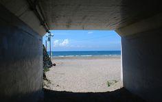 Zaimokuza Beach, Kamakura, Kanagawa Pref., Japan. ☆鎌倉市材木座海岸。海岸中央の滑川 (なめりがわ) を境に東側を材木座海岸、西側を由比ヶ浜というそうです。