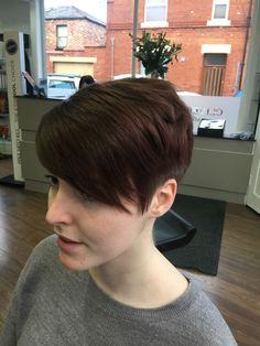 Chic chop hair cut