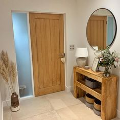 Bring your entrance hall ideas to life with our Genoa Oak Door. Our Genoa internal door design is veneered with American white Oak, giving your hallway ideas a warm, natural look. Pair with pampas grass décor. Internal Cottage Doors, White Internal Doors, Internal Wooden Doors, Bungalow Hallway Ideas, Cottage Hallway, Porch Interior, Oak Interior Doors, Interior Design, Cottage Doors Interior