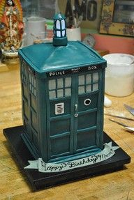 TARDIS CAKE - I like the banner too