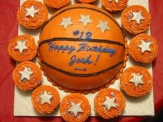 how to decorate basketball cupcakes - Google Search We actually did this for our Josh on a birthday, but I love the cupcakes with it!