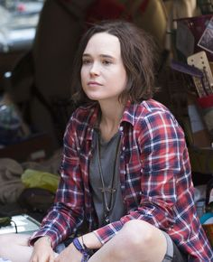 Ellen Page selling lemonade as she filming on the set of Tallulah