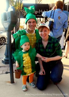 Corn Farm Family: Down on the farm you can find super cute corn and farmer costumes. Find the DIY tutorial over at Larking.