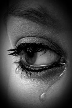 Lacrime ❤️ lacrime - Lacrime ❤️ lacrime You are in the right place about salute meme Here we offer you the most beau - Photo Triste, Photo Oeil, Crying Eyes, Crying Girl, Crying Blood, Sad Eyes, Eye Art, Facial Expressions, Black N White