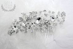 Wedding Crystal Hair Comb Flower Handmade par CleoandCesar sur Etsy