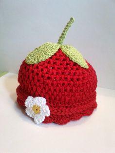 Super Süße Erdbeer Mütze in Handarbeit von GittisHandarbeiten, €12.50