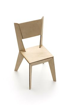 The concept behind the 1qm chair is, to build a modern chair with cheap and easy-to-form materials. It is made of simple Multiplex planks and can be assembled and disassembled without tools. Using only 1qm of wood, the chair is designed to conserve materials and resources, costing only 13€ per exemplar. By Konstantin Datz