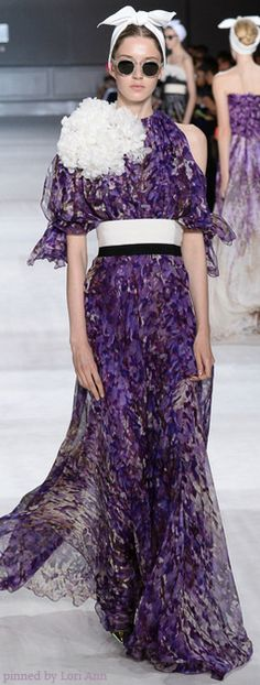 See all the Collection photos from Giambattista Valli Autumn/Winter 2014 Couture now on British Vogue Style Couture, Couture Fashion, Runway Fashion, Couture 2015, Couture Ideas, Couture Week, Fashion Designers Names, Italian Fashion Designers, Fashion Week