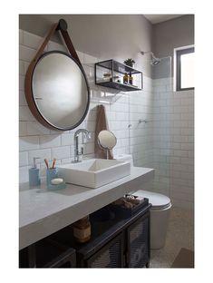 Estilo, conforto e amplitude no apartamento de 49 m2 Bathroom Kids, Small Bathroom, Boys Night Light, Budget Storage, Blue Wall Colors, Apt Ideas, White Tiles, Blue Walls, Little Houses