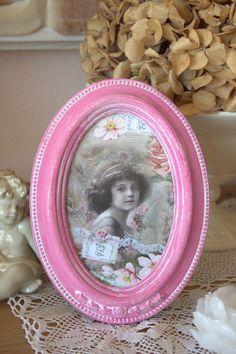 """Cadre romantique, en bois, patiné, rose sur blanc - """"Fillette aux fleurs"""" - Esprit shabby chic : Décorations murales par charmy-co"""