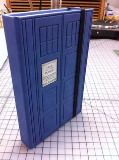 Doctor Who TARDIS Kindle Fire Case. but I don't have a kindle fire. I just have a plain old kindle. Die Tardis, Doctor Who Tardis, Diy Doctor, Eleventh Doctor, Dr Who, Nook Cases, Kindle Fire Case, Don't Blink, Blue Box
