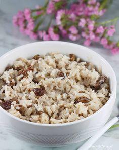 Ryż z mlekiem i rodzynkami. Rice with milk, cinnamon and raisins. Snack Recipes, Snacks, Raisin, Cereal, Grains, Milk, Breakfast, Food, Snack Mix Recipes