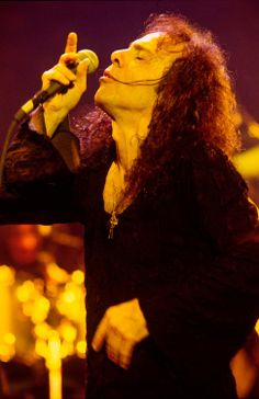 Ronnie James Dio \m/ Portsmouth, James Dio, Madara Uchiha, Heaven And Hell, Rock Legends, Black Sabbath, Metalhead, Rock Music, Dios
