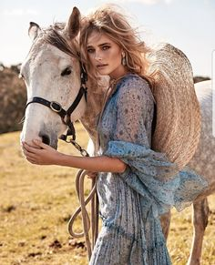 Lillian Van Der Veen Wears Romantic Florals for The Sunday Times Australian beauty Lillian Van Der Veen heads to the outdoors for the November 2017 issue of The Sunday Times. The blonde model embraces romantic looks with Foto Fashion, Fashion Shoot, Editorial Fashion, Trendy Fashion, Fashion Models, Woman Fashion, High Fashion, Inspiration Photoshoot, Style Photoshoot