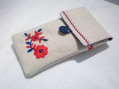palóc mintával hímzett tolltartó Embroidery Motifs, Hungary, Pouches, Projects To Try, Coin Purse, Delicate, Cases, Stitch, Patterns