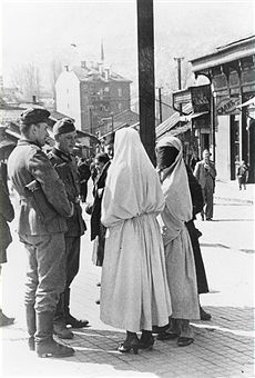 2.WW, Balkans campaign 'Operation Marita' from 06.April 1941 on. (Yugoslavia -17April) / Theatre of war: German soldiers talking to veiled muslim women in Sarajevo. End of April 1941 - pin by Paolo Marzioli