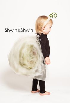 A quick how-to for this DIY snail costume. Perfect for any age.
