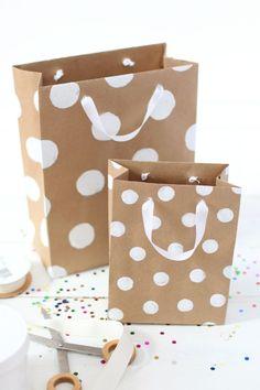 emballage cadeau original - sacs à cadeaux en papier brun à pois blancs gros
