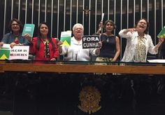 Em ato de insurgência a Cunha, Erundina senta na cadeira da presidência da Câmara