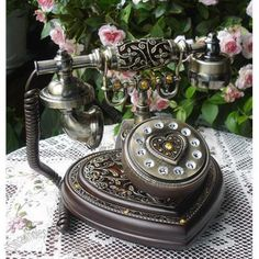 OMG!!  I have to have this phone for my sewing room.... :) Antique Telephone Heart Design